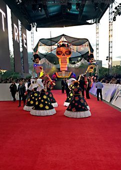 Spectre world premiere - Day of the Dead dancers in Mexico City